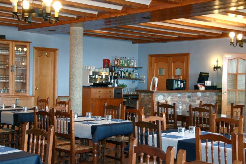 Comedor / Restaurante « Hostal Gudar – Alojamiento en la sierra de ...